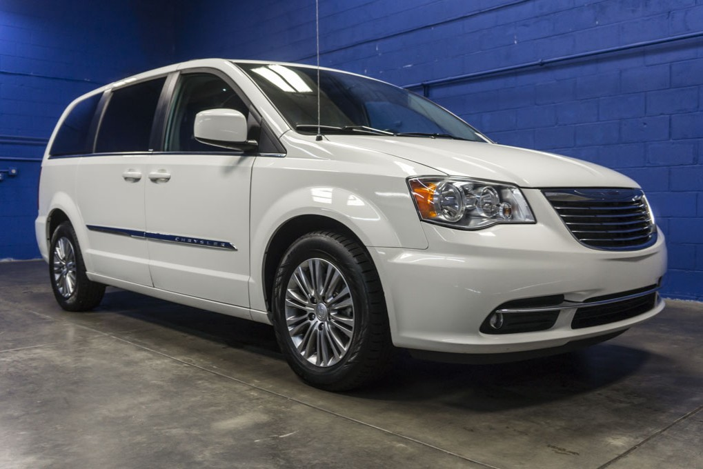 Used 2013 Chrysler Town and Country, $18999